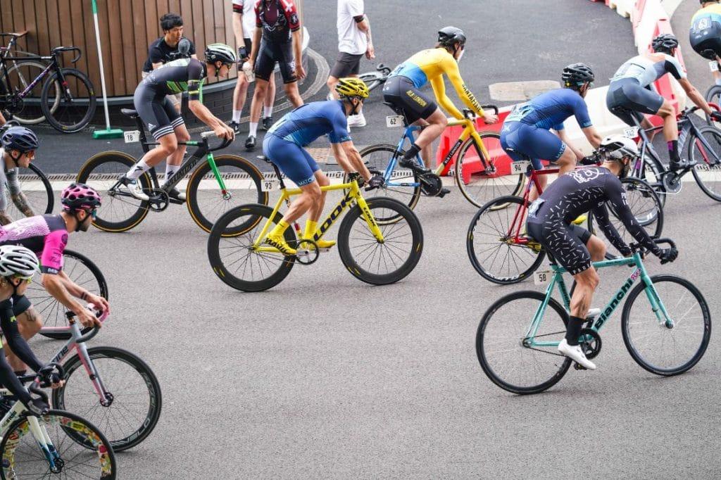 groupe de cyclistes vélo périnée homme