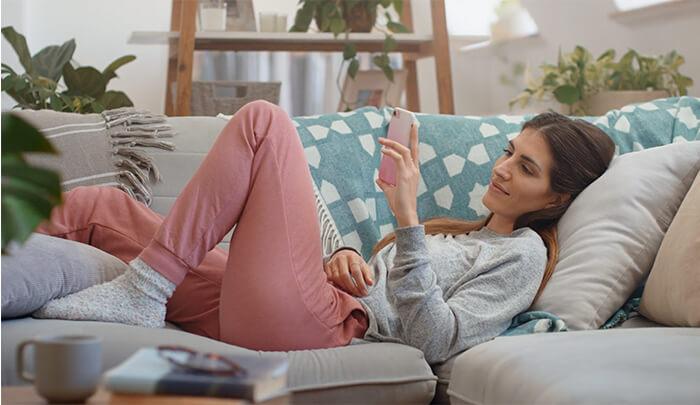 Beckenbodentraining zu Hause auf der couch